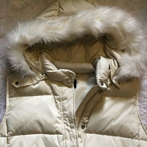Gap NEW Creamy White Puffer Vest Fur